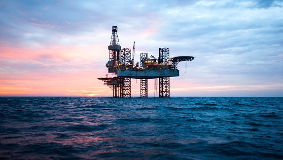 Offshore-Jack-Up-Rig-in-The-Middle-of-The-Sea-short
