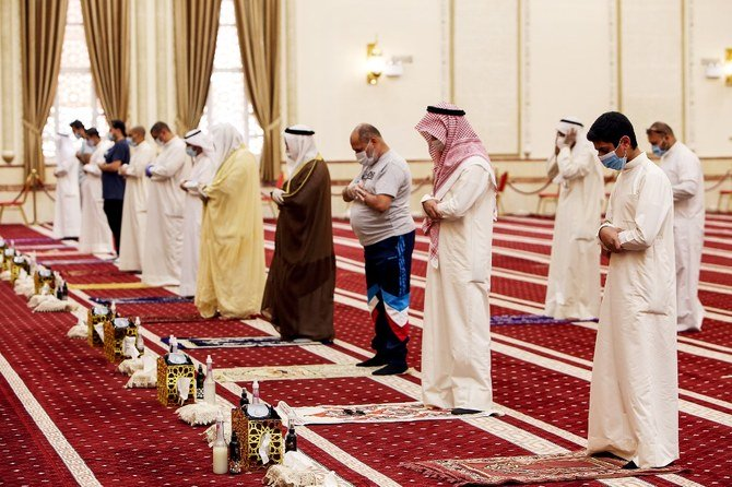 Kuwait reopens mosques after months of closure
